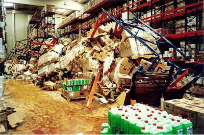 cuidados de las estanterías metálicas en el almacén