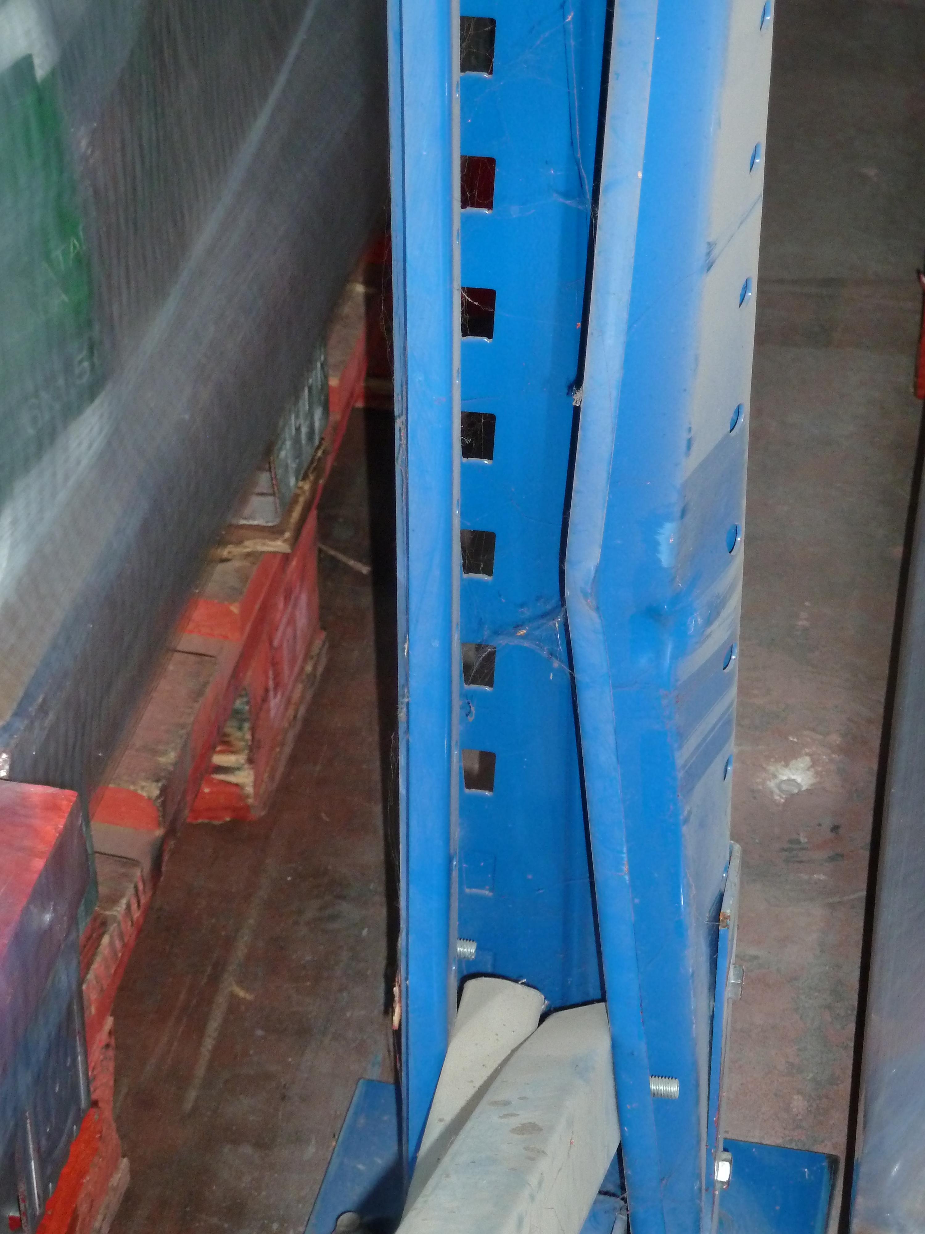 puntal de estantería cerrado por la parte posterior