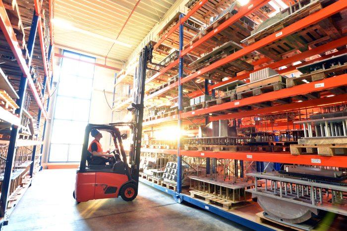 elementos de seguridad en estanterías industriales
