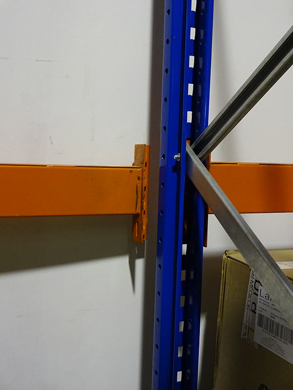 Daño conector larguero estantería regulable paletas