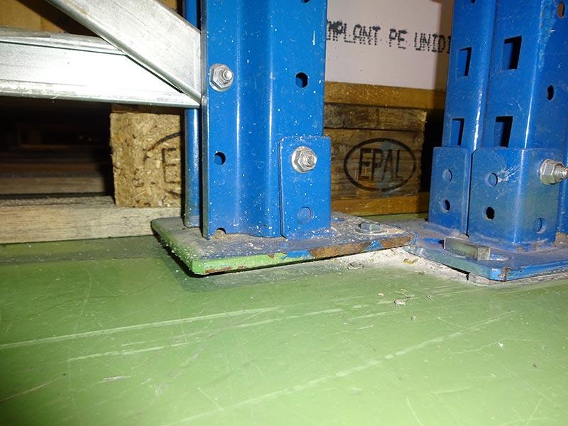 Daño placa base estantería regulable paletas