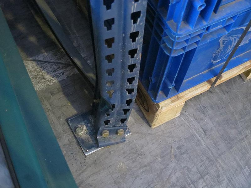 Daño puntal estantería regulable paletas